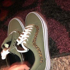 NEW! Olive greenleopard stripe Old Skool VANS NWT